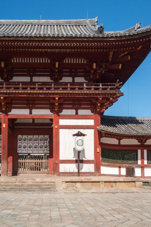 Main gate of Todai-ji Daibutsu-den temple