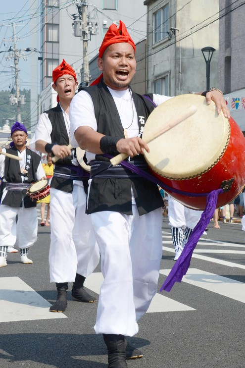 Okinawa-born resident Hiromu Higashionna leads a procession of the Eisa traditional folk dance