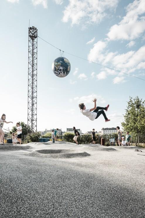 """Detroit architectes, playground """"On va marcher sur la lune"""", parc des Chantiers, étape du Voyage à Nantes 2016 © Franck Tomps / LVAN"""