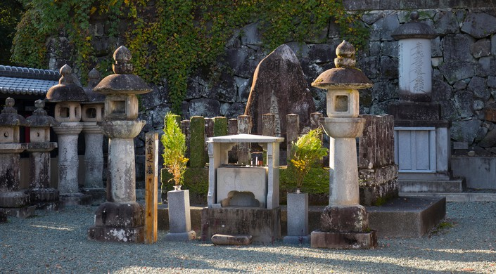 Shrine and old stone lanterns on the grounds of the Honmyo-ji Temple