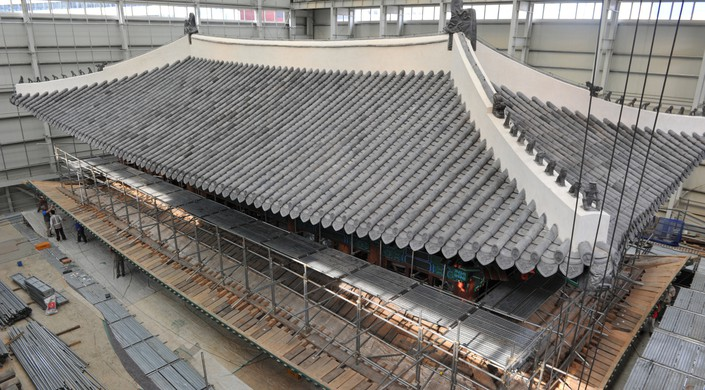 Craftsmen restore Namdaemun