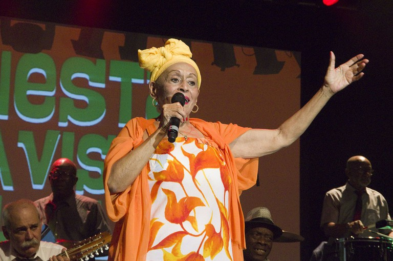 Singing at the Club | © Omara Portuondo/WikiCommons