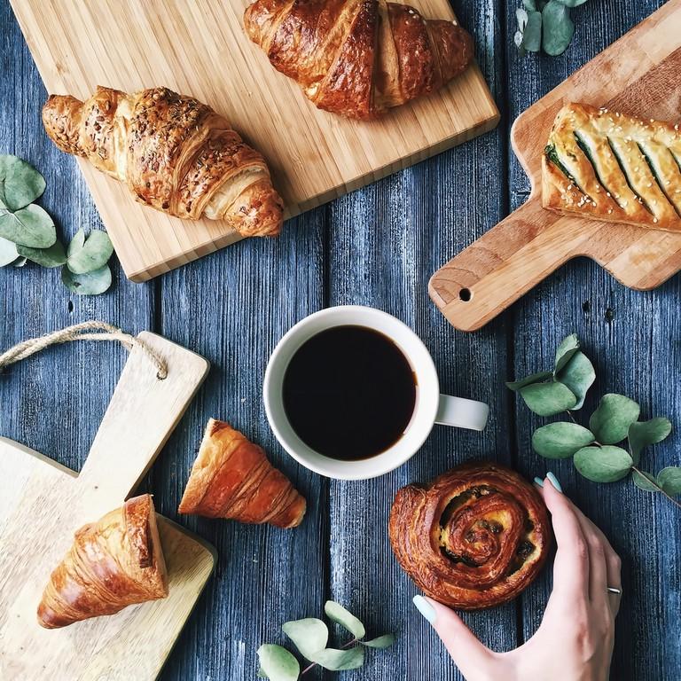 Freshly Baked Crossants © Floral Deco / Shutterstock