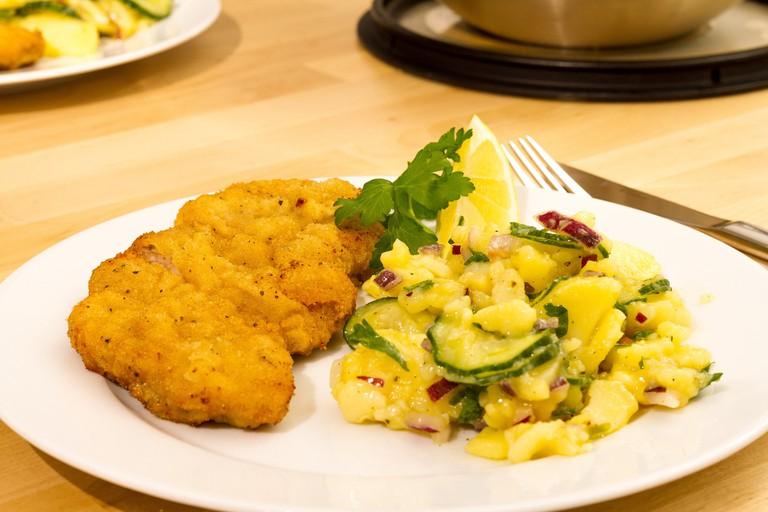 Schnitzel and potato salad/ ©Pixabay