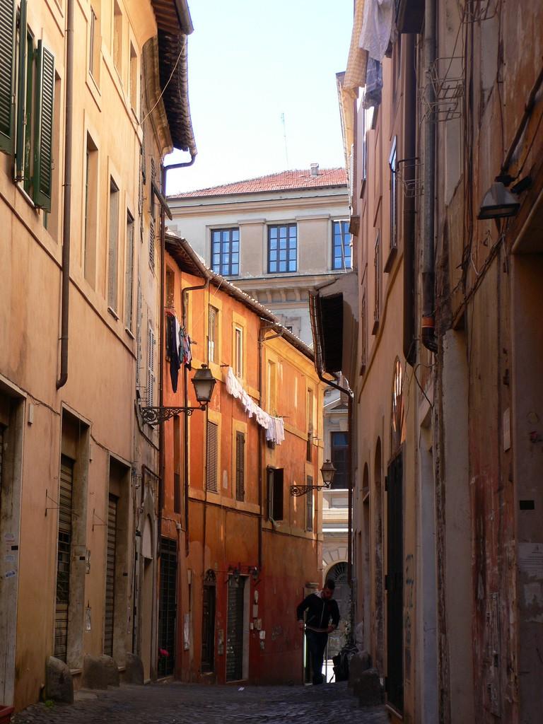 A street in Trastavere, Rome  © Heather Cowper/Flickr