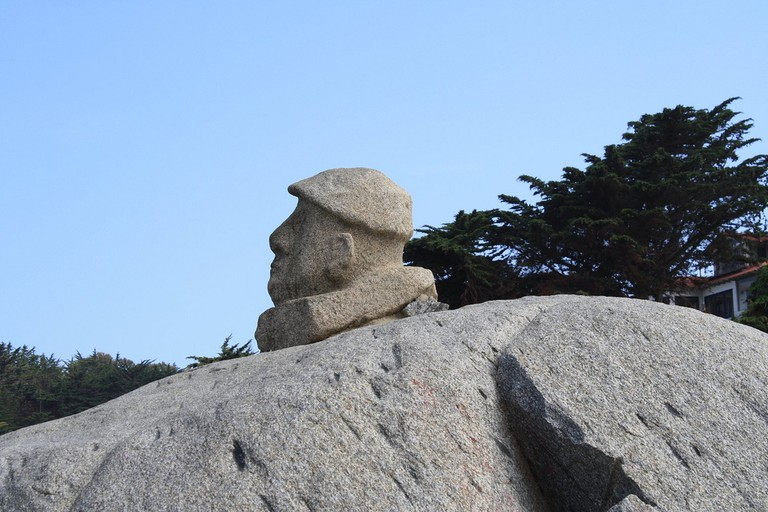 The sculpture of Neruda is placed in his home town Isla Negra © Robert Cutts / Flickr