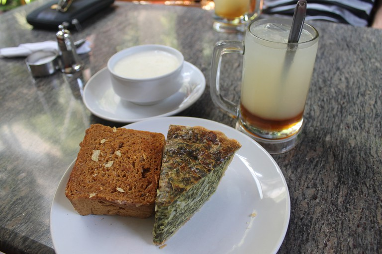 Spinach quiche with garlic toast, potato soup and ginger lemonade with honey| © Connie Ma/Flickr
