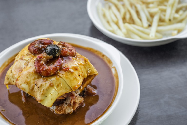 Portuguese snack food, Francesinha | © JM Travel Photography/Shutterstock
