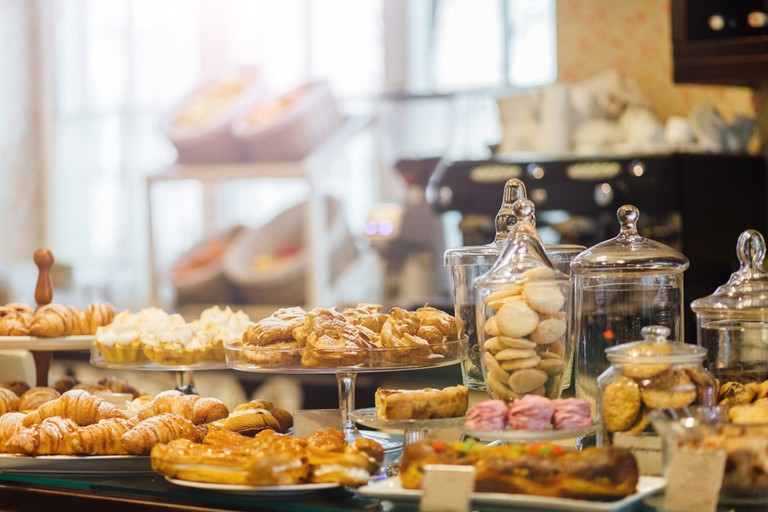 Showcase with delicious sweets   © Iryna Inshyna/Shutterstock