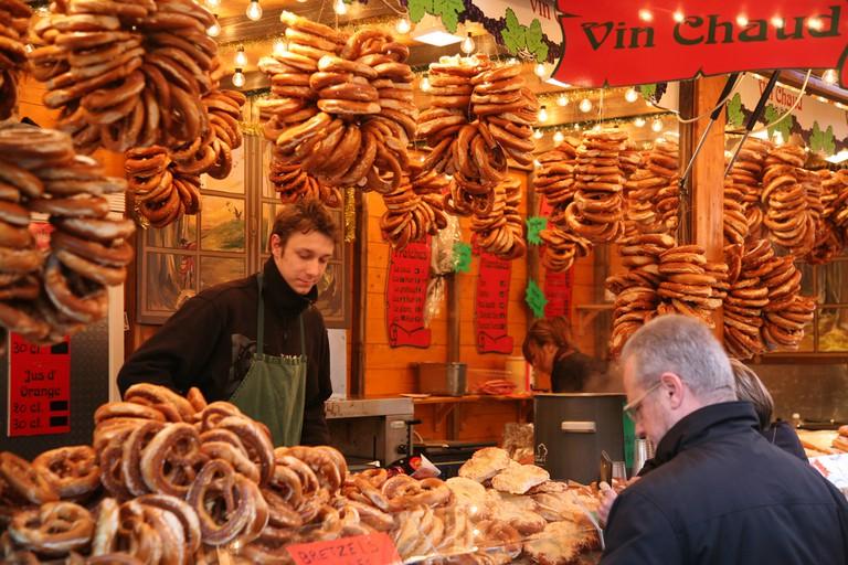 Treats for sale at Strasbourg Christmas Market | Flickr © vincent desjardins