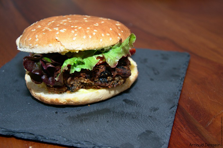 Tofu Burger | ©Arnaud Dessein/Flickr