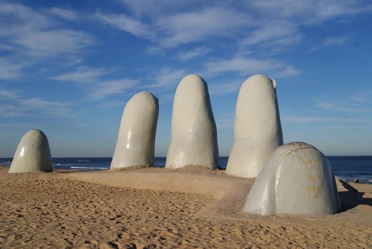 Mano de Punta del Este © Sebástian Freire / Flickr