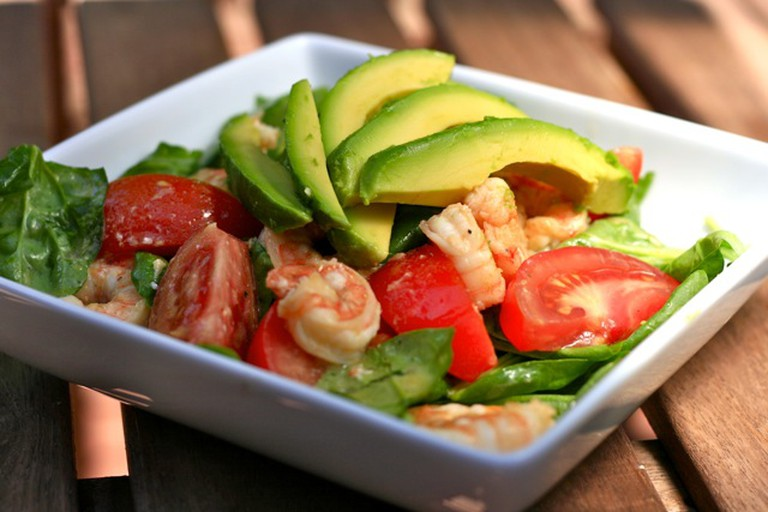 Spinach shrimp and avocado salad | © Amy Selleck/Flickr