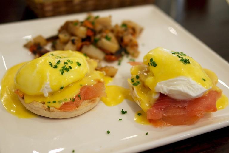 Eggs Benedict and Salmon | © Jun Selta / flickr