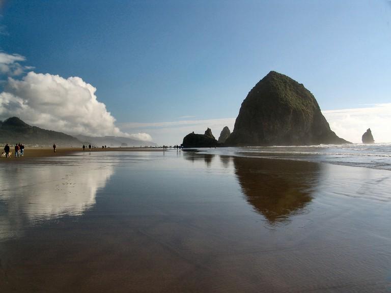 Haystack Rock on Cannon Beach, Oregon © Thomas Barrat / Shutterstock
