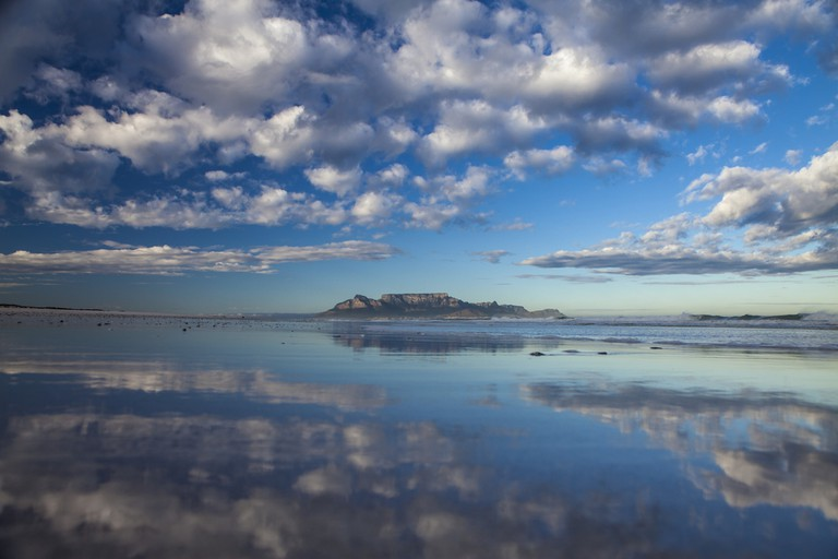 Table Mountain from bloubergstrand in cape town south africa ©Sculpies / Shutterstock