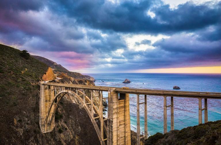 Bixby Creek Bridge along world famous Highway 1 © Canadastock / Shutterstock