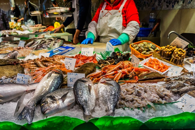 Famous La Boqueria market - one of the oldest markets (Established in 1217) in Europe that still exist. A huge selection of seafood. | © Kiev.Victor/Shutterstock