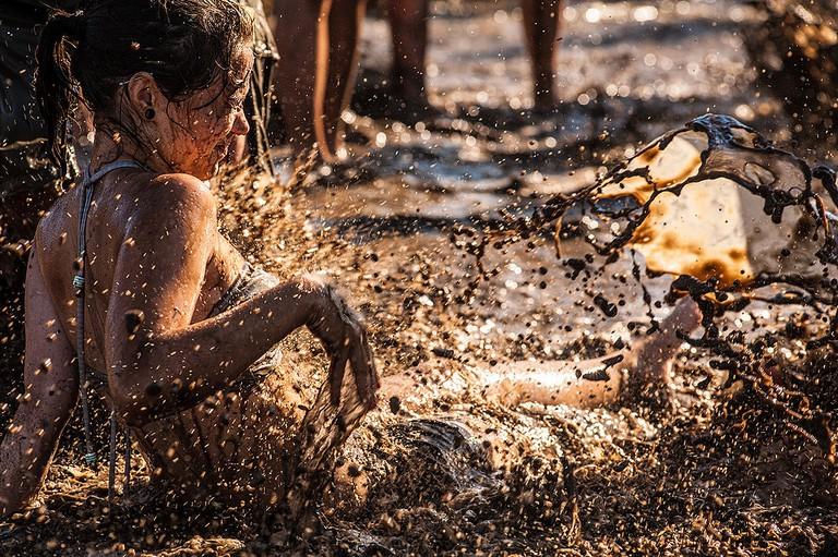 Mudbath frolicking   © Dan Markeye/Flickr