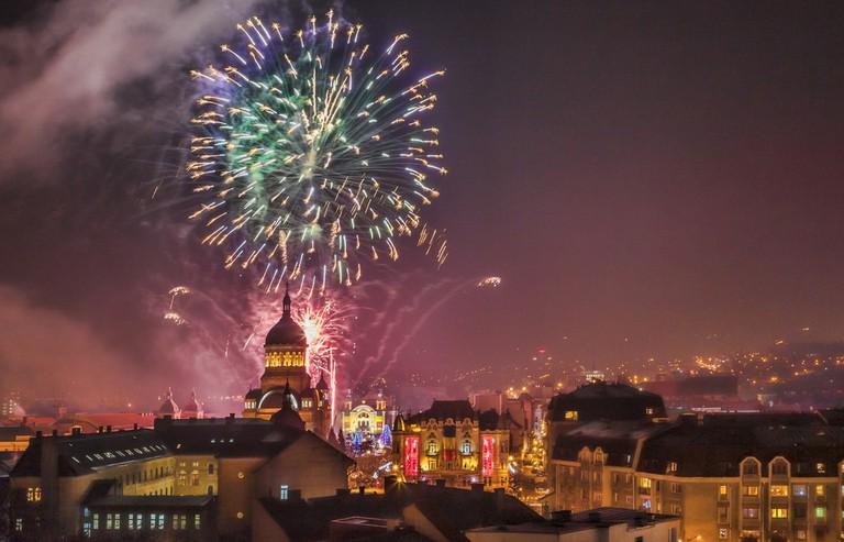 Beautiful fireworks show takes place in Avram Iancu Square in Cluj Napoca © Radu Razvan / Shutterstock