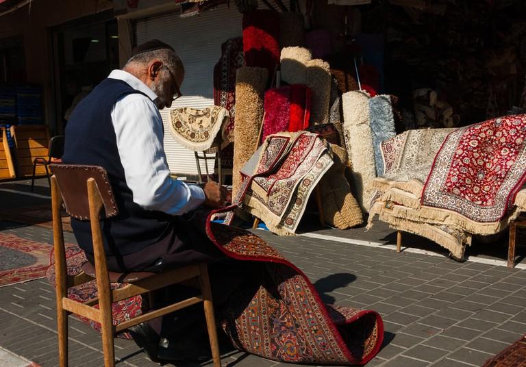 Carpet vendor in Tel Aviv, Israel | © Elena Dijour/Shutterstock