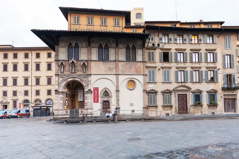 Museum of Bigallo in Loggia del Bigallo on Piazza San Giovanni in morning. The Loggia of Bigallo was built in 1352-1358 for Compagnia della Misericordia |  © vvoe/Shutterstock