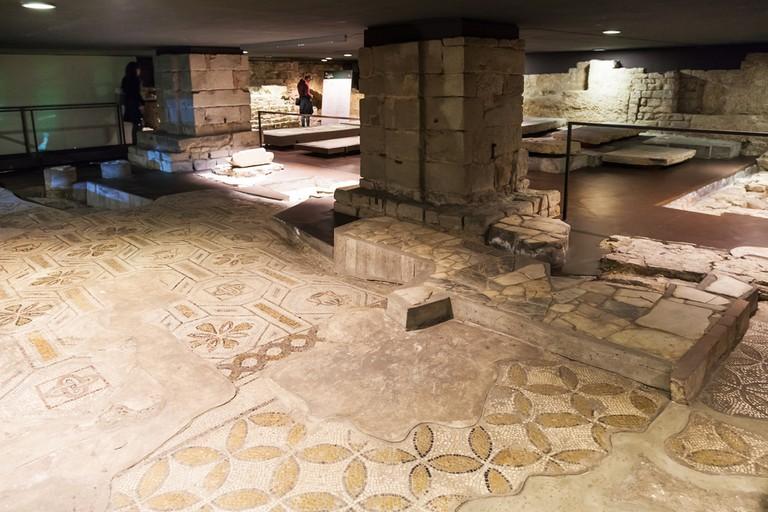 Mosaic floor of ancient church Santa Reparata in crypt of Duomo Cattedrale Santa Maria del Fiore |© vvoe/Shutterstock