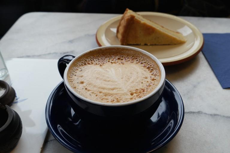 Coffee and cake   © Ashley Van Haeften/Flickr
