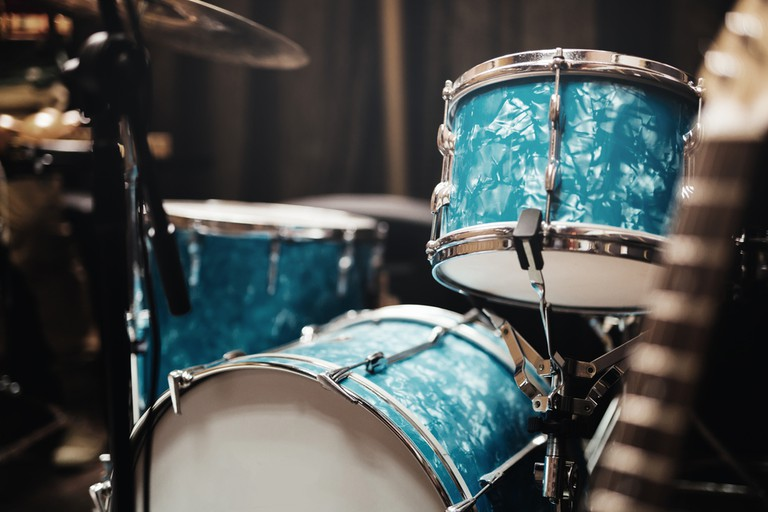 Guitar drums and studio equipment | © nd3000/Shutterstock