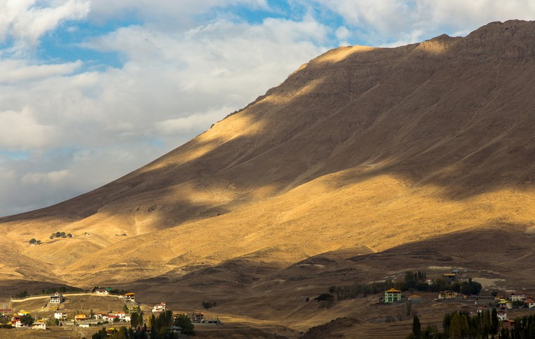 Polur is a village on the Haraz River in Bala Larijan Rural District, Larijan District, Amol County, Mazandaran Province, Iran| © Udompeter/Shutterstock