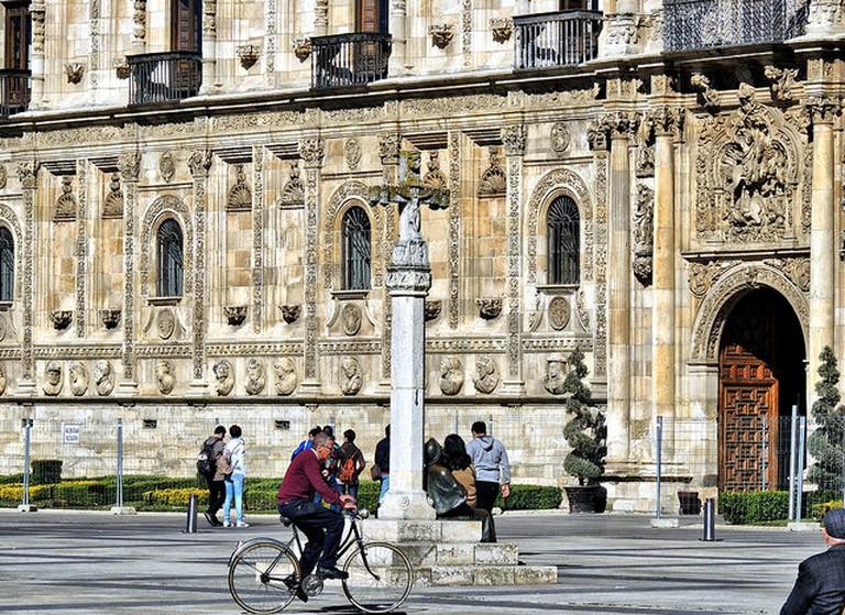Casa Marcelo, in the Cathedral Square |© Jose Luis Cernadas Iglesias/Flickr