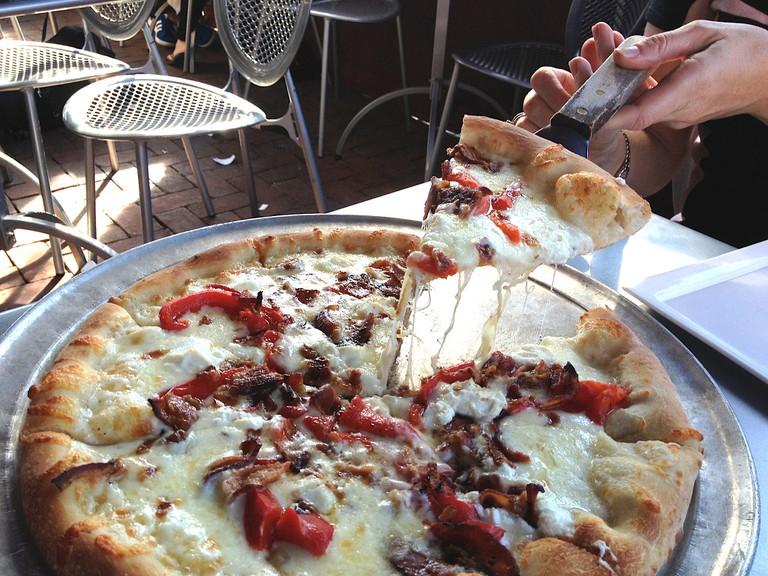 Pizza at Tunnicliff's Tavern | © kirybabe/Flickr