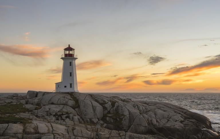 Peggy's Point, Nova Scotia, Canada   © Xavier Ascanio/Shutterstock