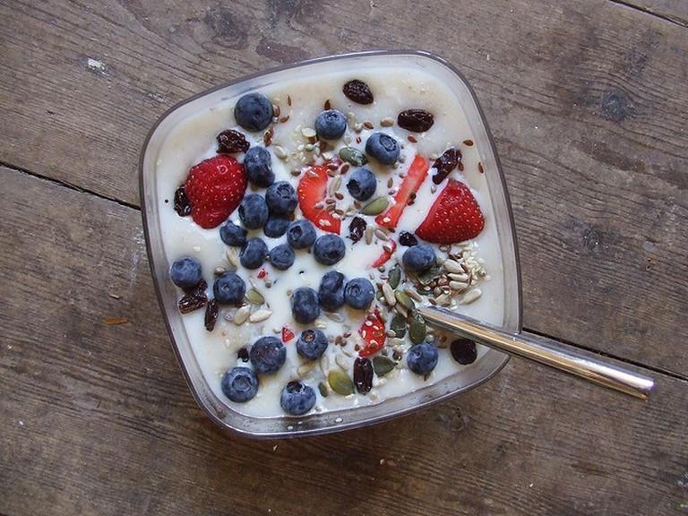 Porridge topped with fresh fruit | ©Denna Jones / Flickr