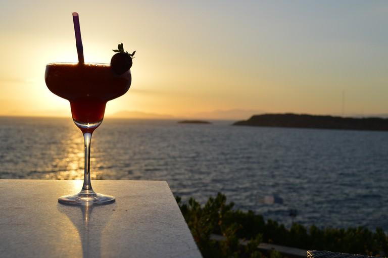 Enjoying a Cocktail | © Alaina McDavid / Flickr