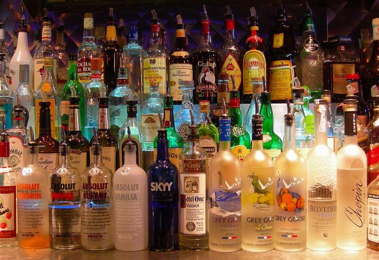 Bottles at a Bar | © Edwin Land/Flickr