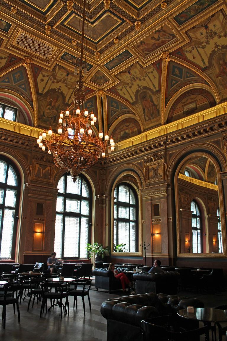 Alexandra Bookcafe, Budapest, Hungary |© Sarah Stierch / Flickr
