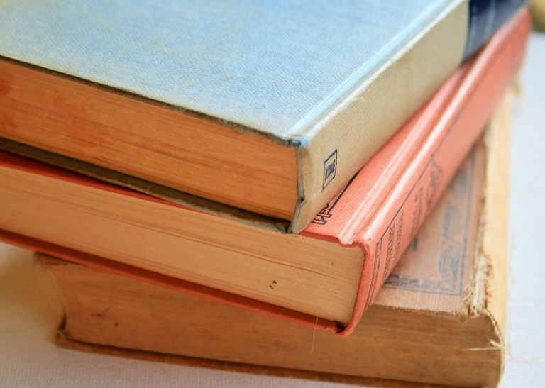 Used Books | © PublicDomainPictures/Pixabay