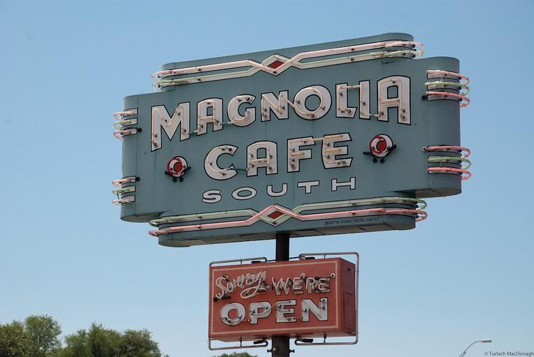 Magnolia Café | ©Turlach MacDonagh/Flickr