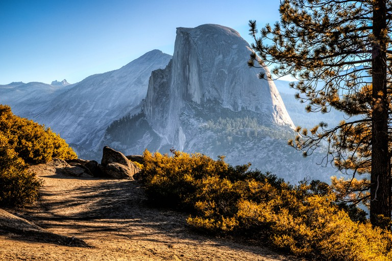 Half Dome Trail View, Yosemite National Park, California © Stephen Moehle / Shutterstock