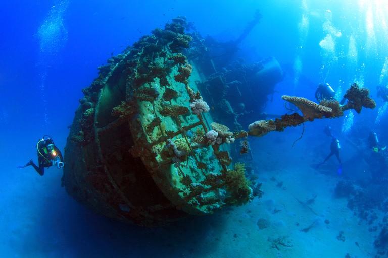 Wreck Dive   © Stas Moroz/Shutterstock