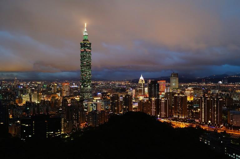 Taipei 101 and the city at dusk, Taipei, Taiwan | © Romain Pontida/Flickr