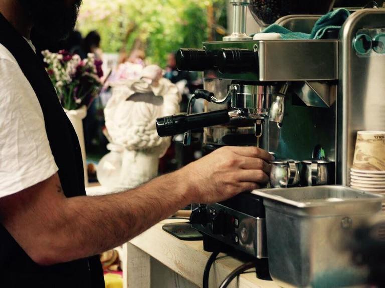 Brewing coffee | courtesy of Café de la Mancha