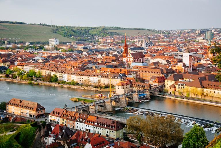 Historic city of Wurzburg with bridge Alte Mainbrucke, Germany | ©Elena Kharichkina/Shutterstock