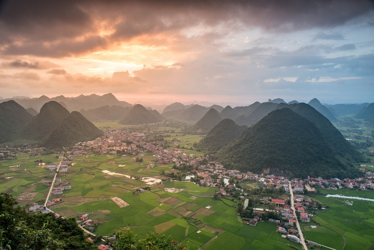 Rice field in valley around with mountain panorama view in Bac Son valley, Lang Son, Vietnam ©Chanwit Whanset / Shutterstock