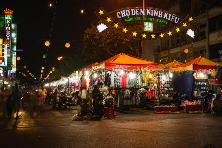 Ninh Kieu night market on the south of Vietnam full of lights ©Nina Lishchuk / Shutterstock
