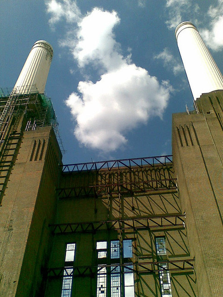 Battersea Power Station Towers | © Annie Mole / Flickr