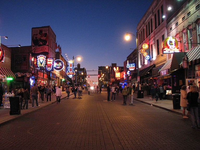 Beale St by night © CHeitz/Flickr