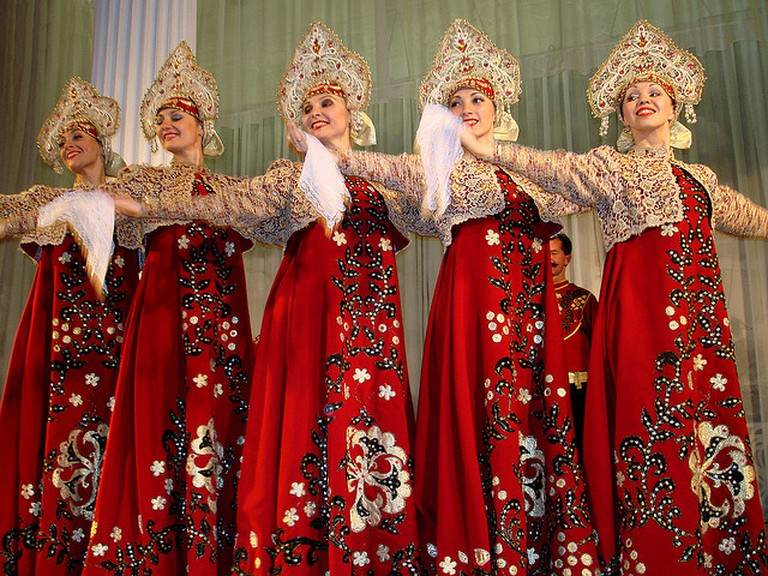 Traditional Russian dress I © Dennis Jarvis/Flickr