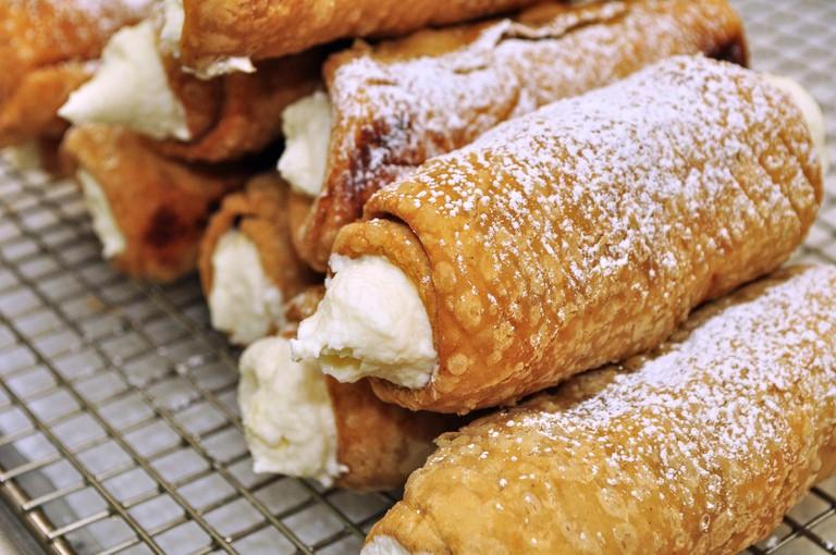 Enjoy a Cannoli for Dessert | © jeffreyw/Flickr